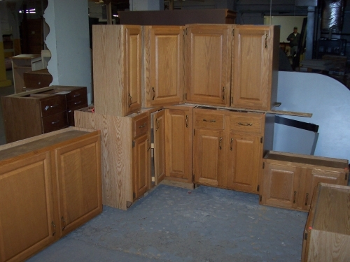 Nice small set of cabinets in lima oh 45801 for Nice small kitchen units